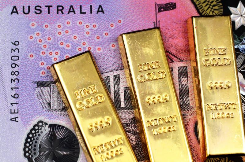 La macro immagine di una fattura di dollaro australiano cinque con tre piccole barre si chiude su immagini stock libere da diritti