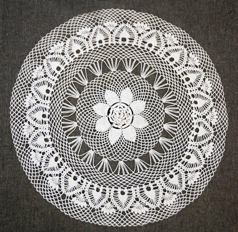 La macro photo du blanc a tricoté la serviette, fin, vue supérieure, configuration d'appartement image libre de droits
