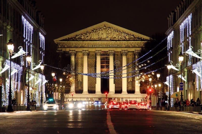 La Madeleine d'église catholique romaine au centre de la ville de Paris image libre de droits