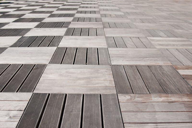 La madera cubre el pavimento fotos de archivo libres de regalías