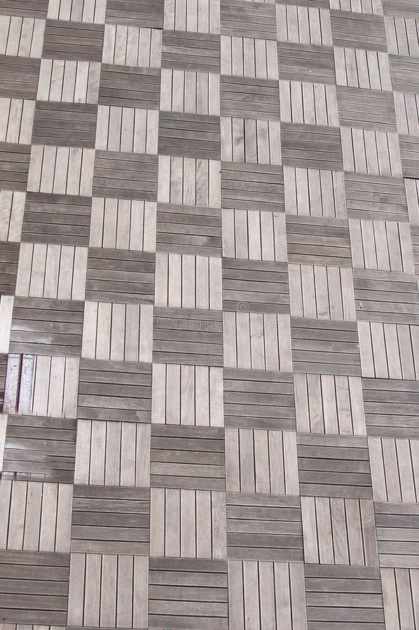La madera cubre el pavimento imagen de archivo libre de regalías