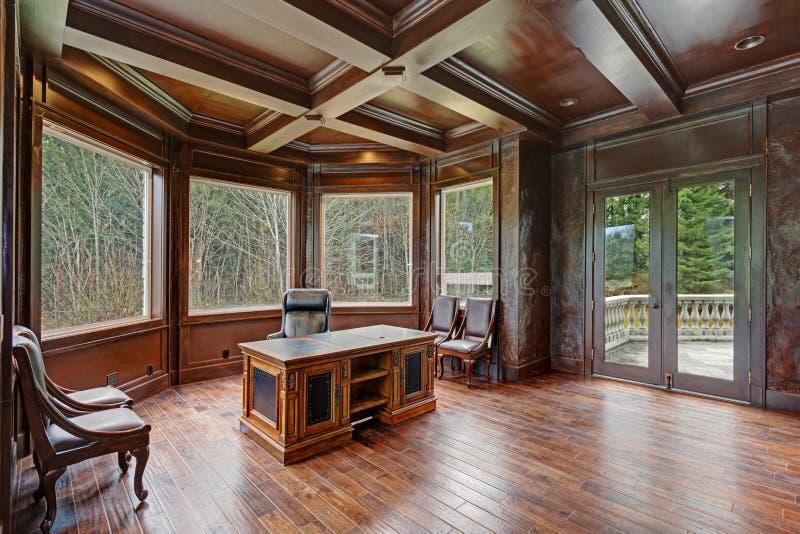 La madera elegante artesonó el techo coffered las características de Ministerio del Interior fotografía de archivo libre de regalías