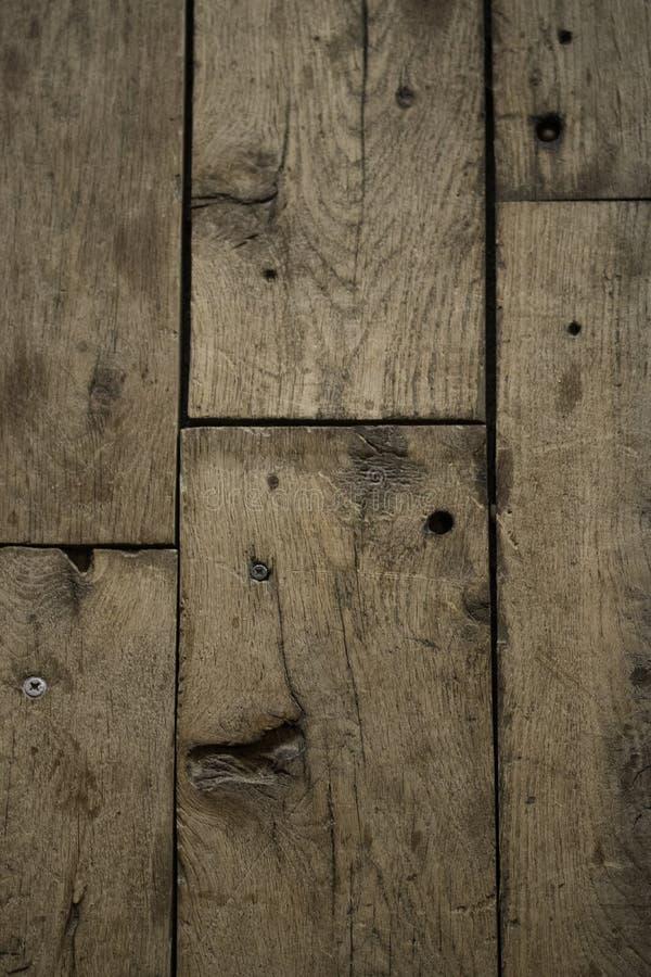 La madera sube al fondo del piso del tablón foto de archivo
