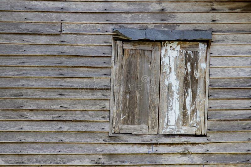 La madera vieja de la ventana y de la pared imagenes de archivo