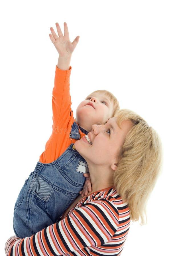 La madre ed il bambino felici della famiglia mostrano la mano in su fotografie stock libere da diritti