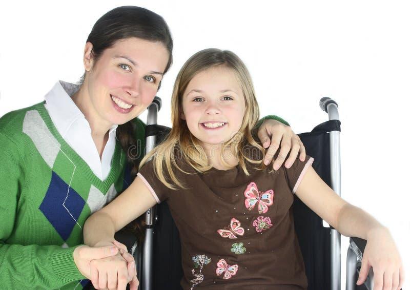 La madre sorridente con lo Special ha bisogno del bambino immagini stock
