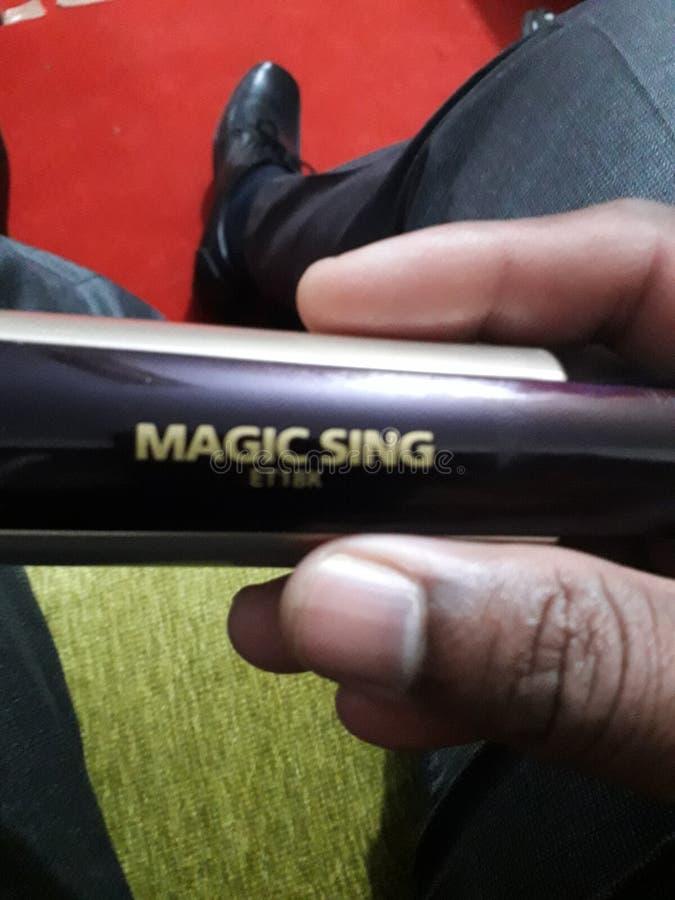La magia canta il karoke per cantare immagini stock libere da diritti