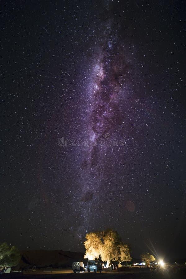 La magia del cielo nocturno de Namibia imagen de archivo