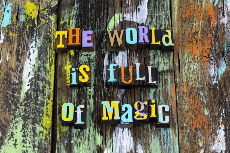 La magia mundial soñadora curiosidad aprender la frase tipográfica imagen de archivo libre de regalías