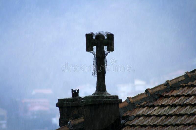 La maille a couvert la cheminée image libre de droits