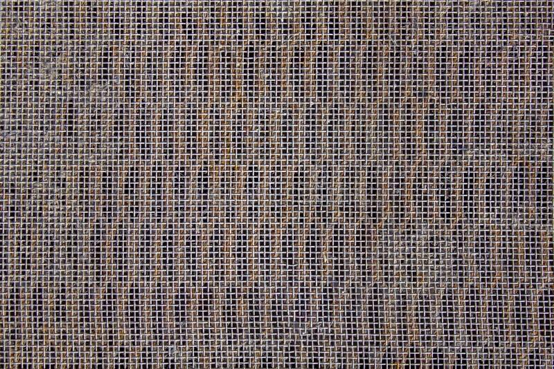 La maille grise en acier avec un petit modèle carré se trouve sur le trellis Texture de surface approximative image libre de droits