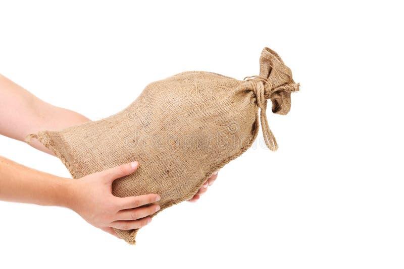 La main d'homme tient complètement attaché le sac. images stock
