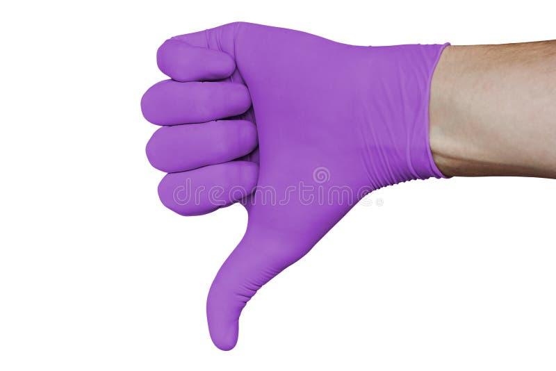 La main dans le gant médical violet montrant la désapprobation manie maladroitement en bas du signe d'isolement sur le fond blanc photo stock