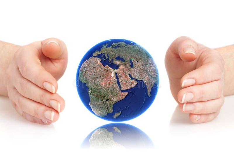 la main de globe retient la personne photographie stock