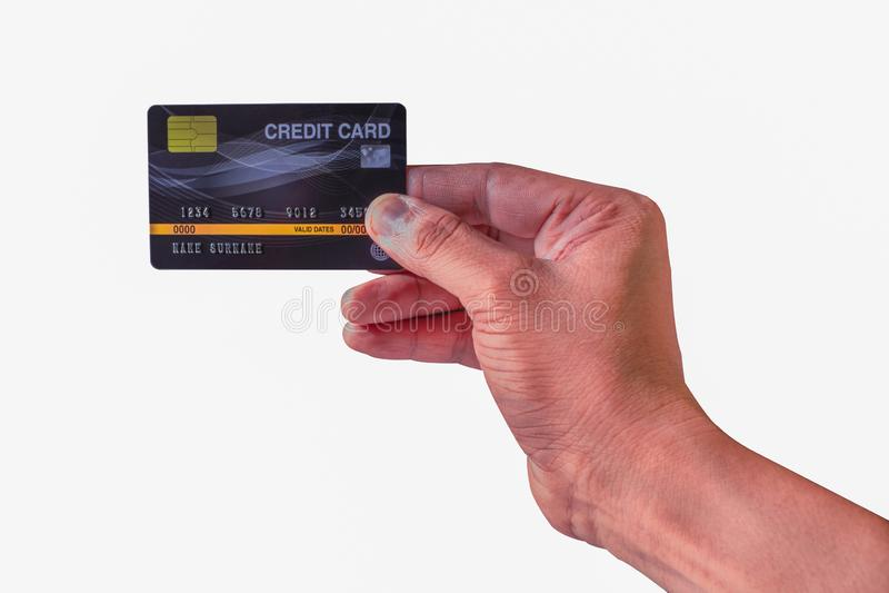 La main de l'homme jugeant la carte de crédit en plastique noire d'isolement sur le blanc images libres de droits
