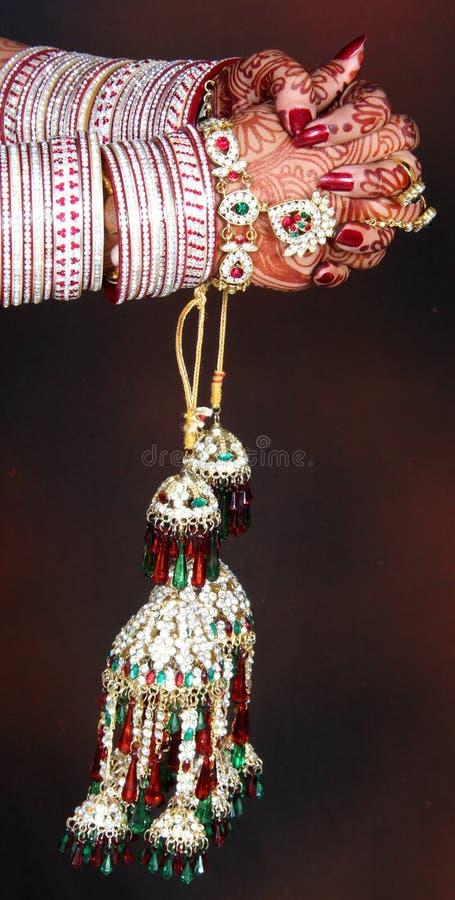 La main de la mariée indienne images stock