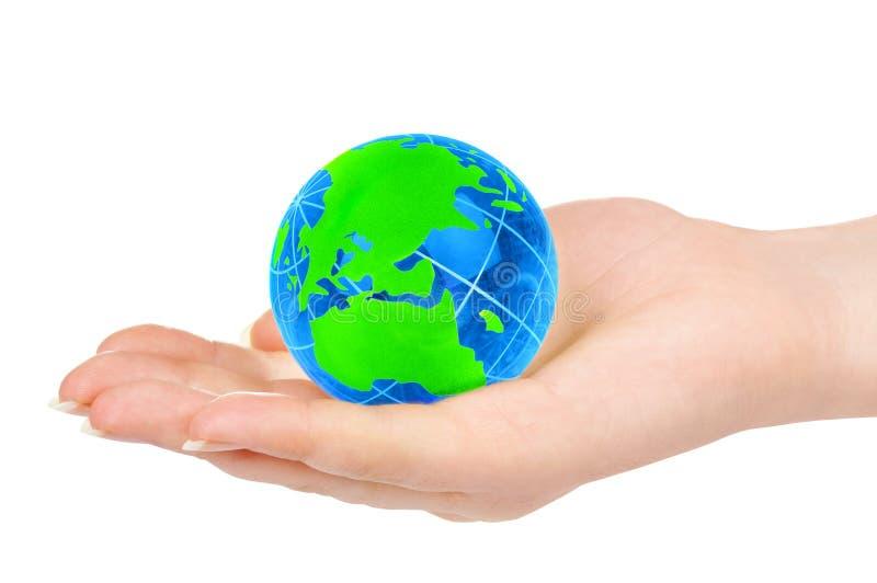 La main de la personne retient le globe photos stock