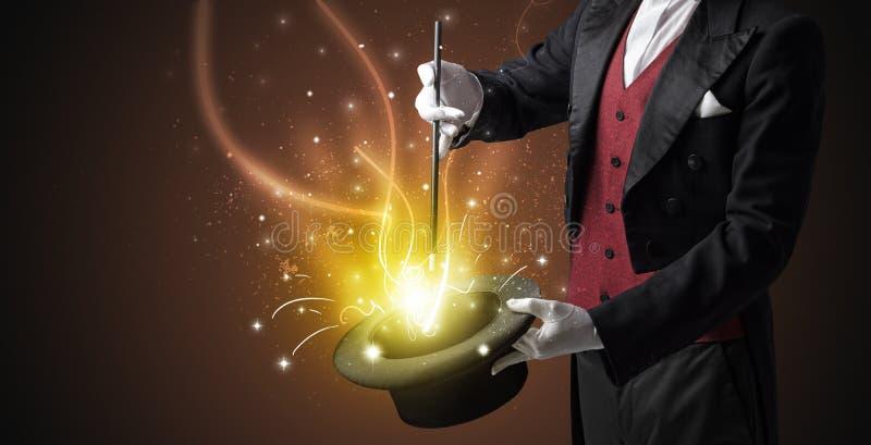 La main de magicien créent le miracle du cylindre photo stock