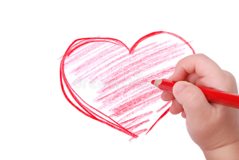 La main des enfants avec le crayon dessine le coeur photos libres de droits
