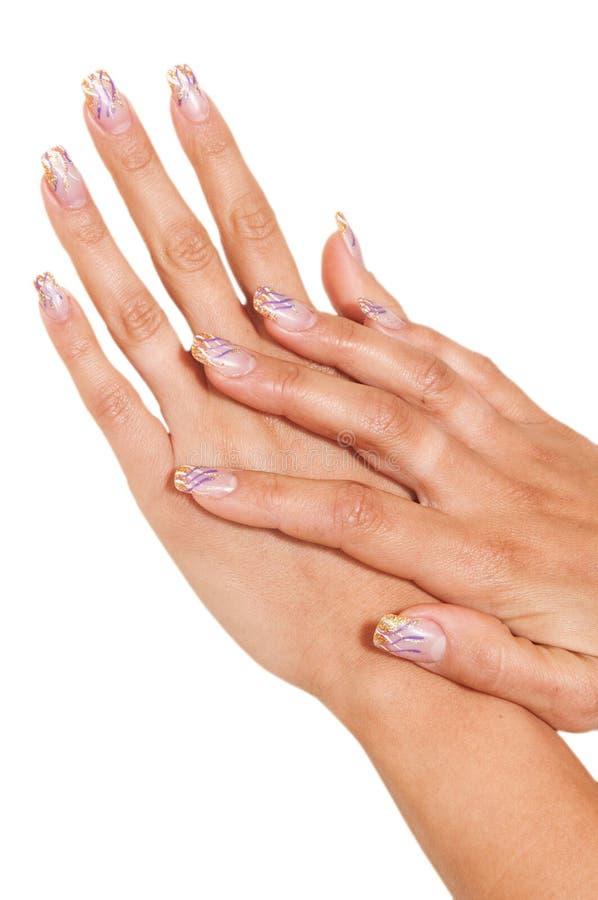 La main des femmes avec les clous peints photographie stock