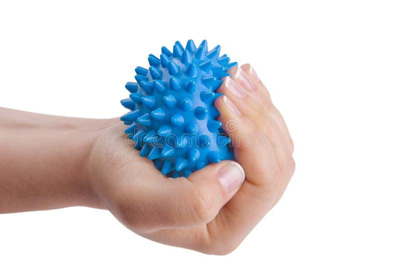 La main du femme avec la bille de massage photos stock