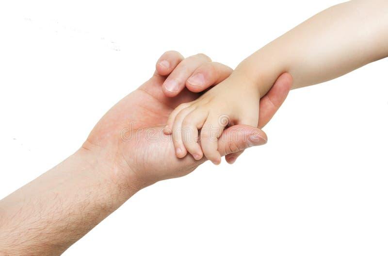 La main du père tient la main de son petit enfant images libres de droits