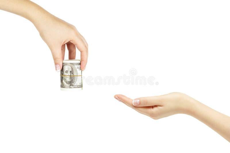 La main femelle donne à groupe d'argent une autre main sur le backgroun blanc image stock