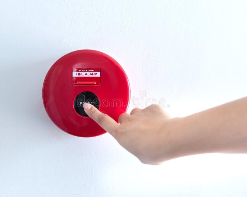 La main pousse le commutateur de signal d'incendie photos libres de droits
