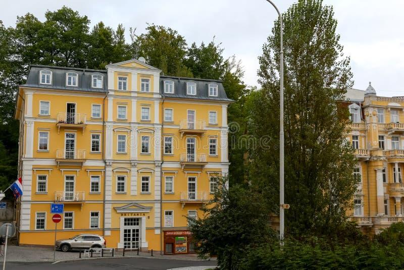 La maison d'appartement ressemble à l'nouvellement rénovée image libre de droits