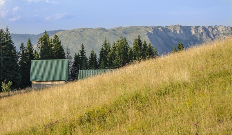 Download La maison de la montagne image stock. Image du architecture - 76081597