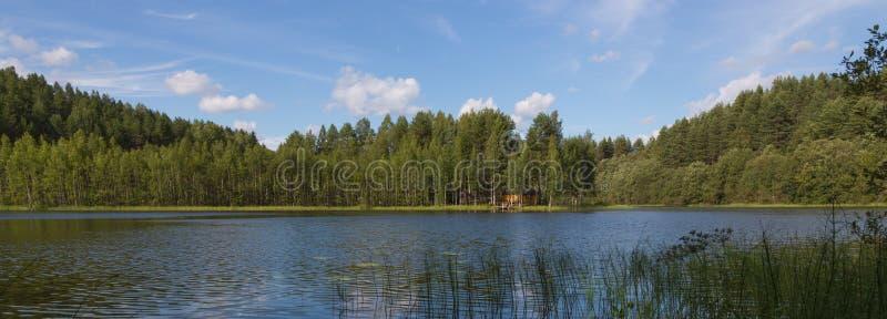La maison de lac photographie stock libre de droits