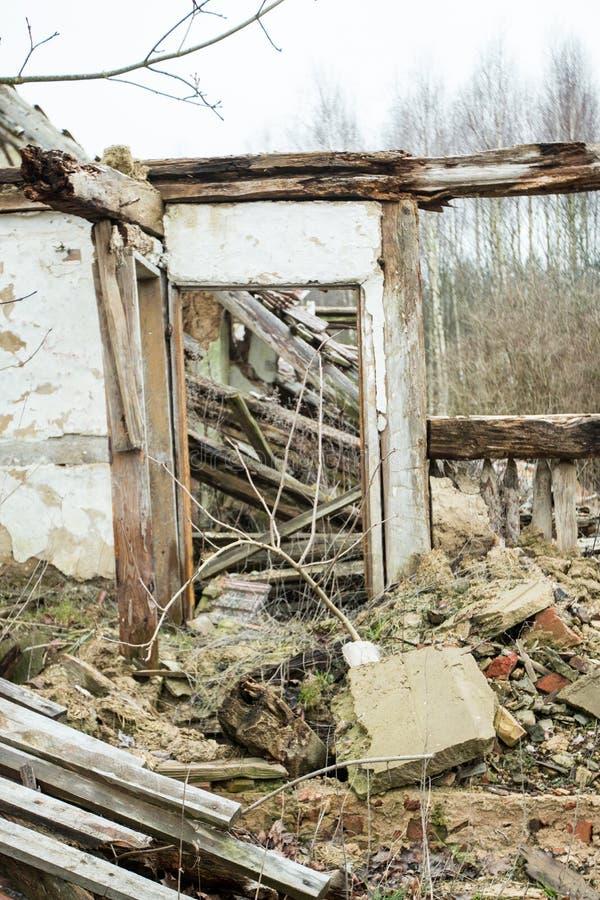 La maison de ruine photos stock