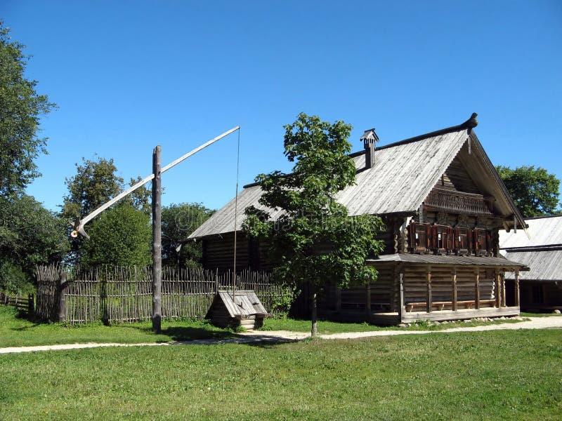 la maison du vieux paysan en bois russe photo stock image du fermier barri re 16020712. Black Bedroom Furniture Sets. Home Design Ideas