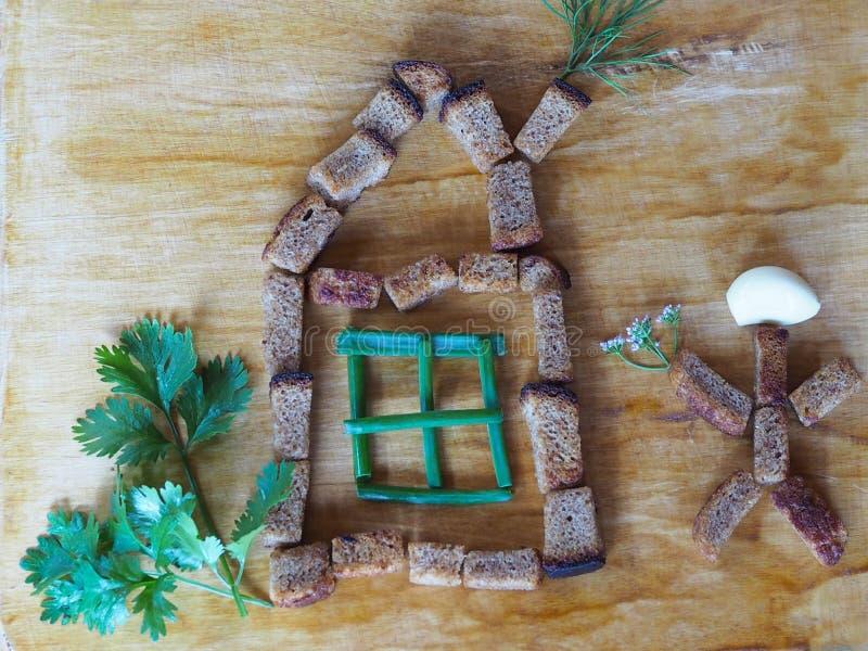 La maison et le petit homme des biscuits et des verts de seigle photos libres de droits