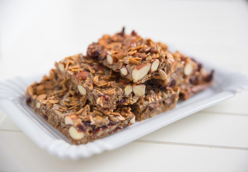La maison a fait les barres de granola organiques photographie stock