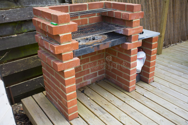 La Maison Faite A Construit Le Barbecue De Brique Image Stock