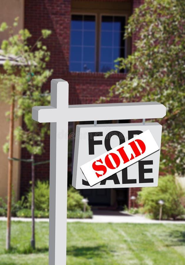 La maison ou le bureau neuve a vendu le signe illustration stock