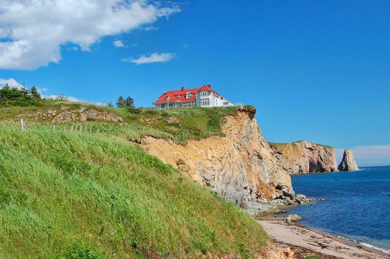 La maison sur la falaise image libre de droits