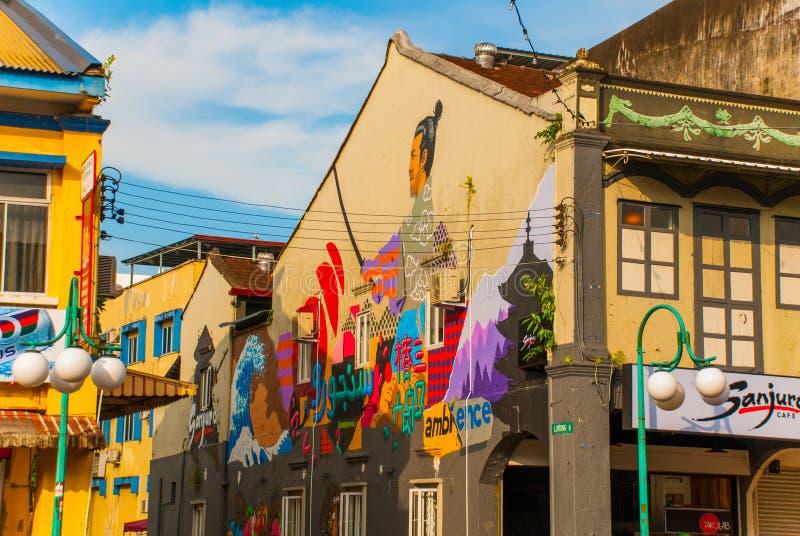 La maison sur la rue a peint des couleurs, graffiti multicolore Kuching sarawak borneo malaysia photo stock