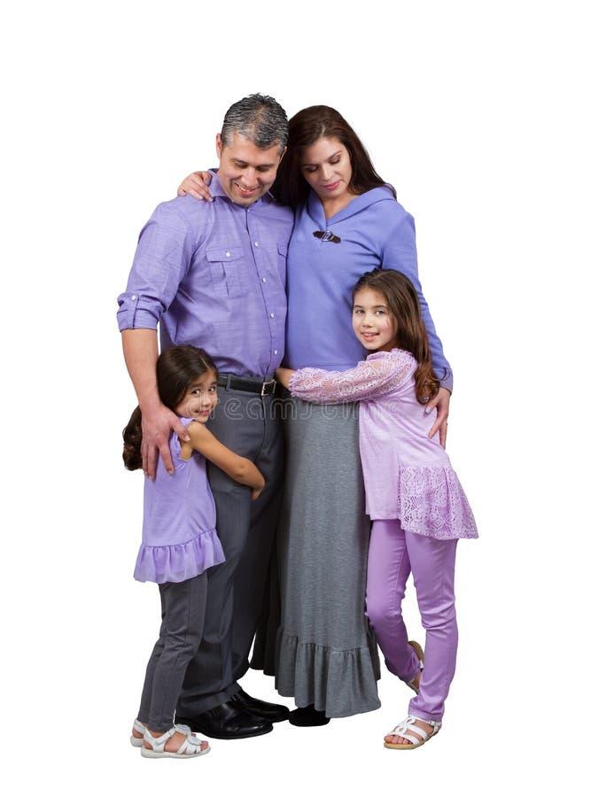 La maman et le papa heureux affectueux regardent fixement leurs filles images stock