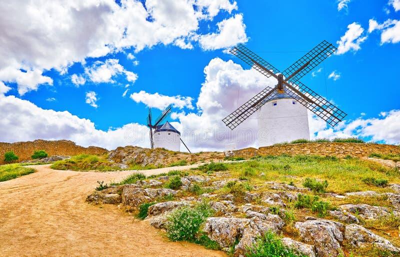 La Mancha de Castilla dos moinhos de vento da Espanha de Consuegra imagens de stock