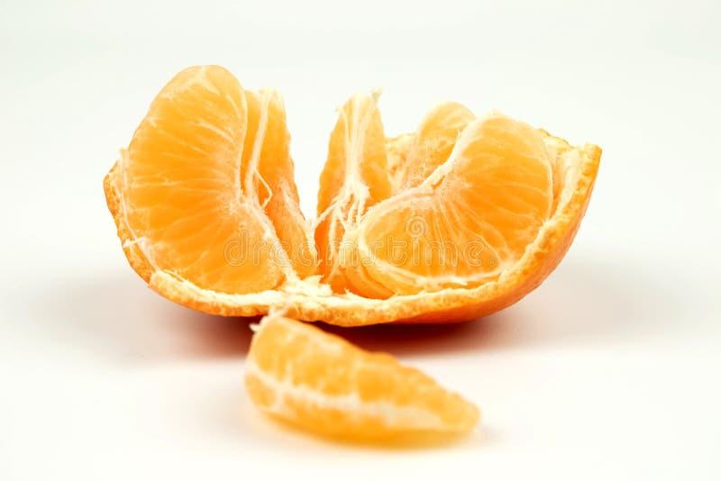 La mandarine est raffinée sur un fond blanc photographie stock
