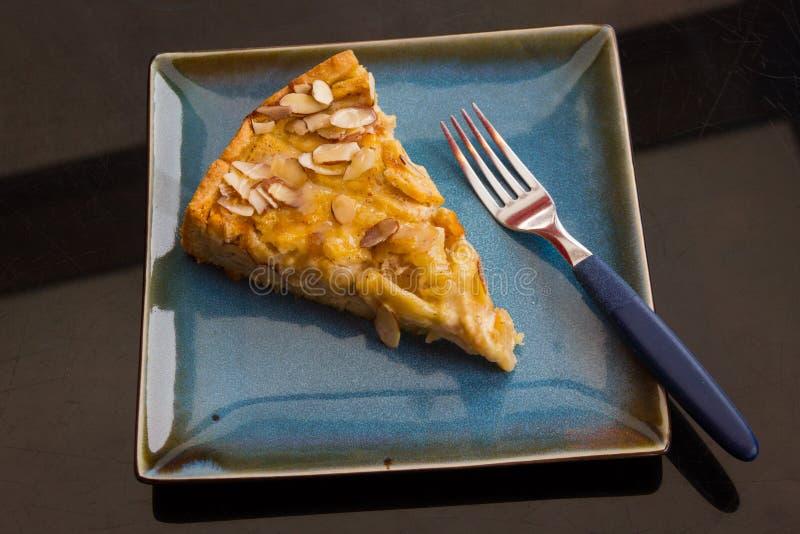 La mandorla di Apple kuchen il dessert del dolce immagine stock