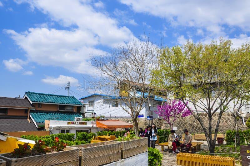 La manera al pueblo mural de Ihwa, es un área de Ihwa-Dong, cerca de parque de Naksan imágenes de archivo libres de regalías
