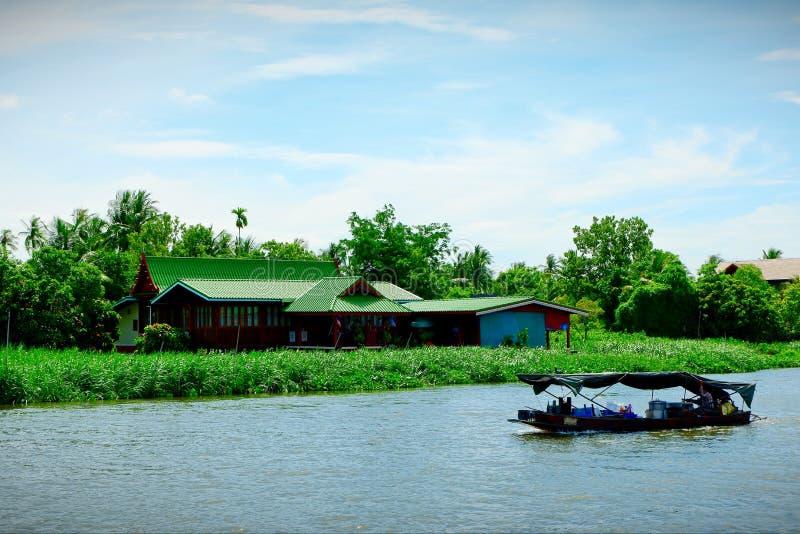 La manera de vida de la gente en el río foto de archivo