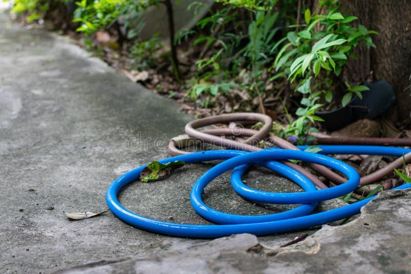 La manguera de goma azul foto de archivo