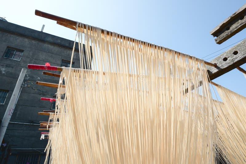 La manière traditionnelle de sécher la farine fine à Taïwan images stock