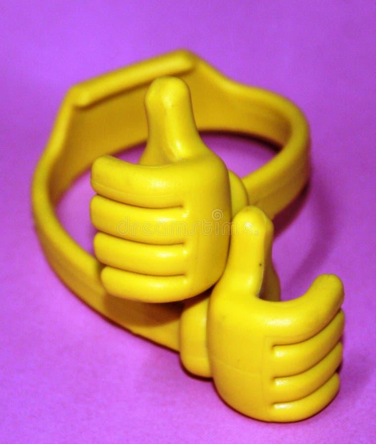 La mano cruzada, manos de Emojis libres, es ideogramas y smiley usados en mensajes electr?nicos y web imagen de archivo