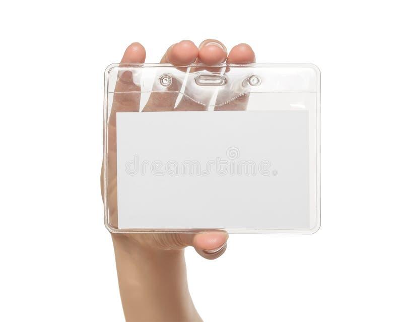 La mano de la mujer que muestra la insignia de nombre en blanco foto de archivo libre de regalías