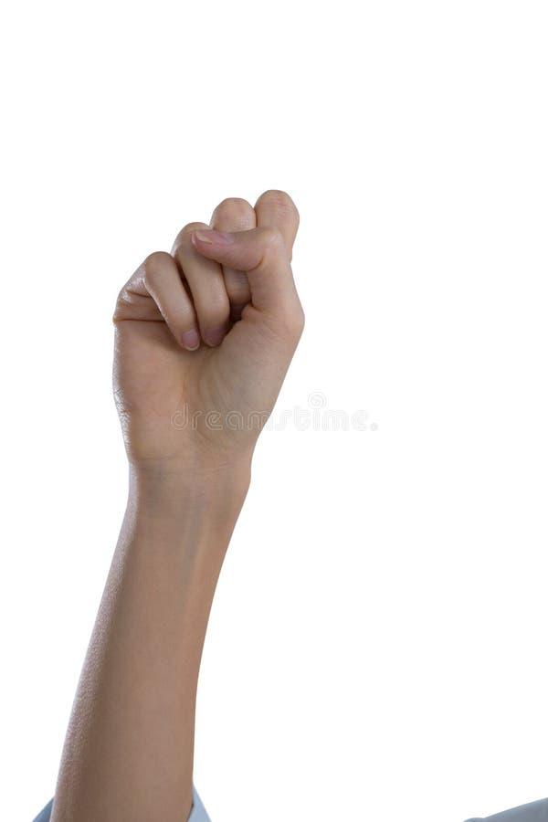 La mano de la mujer que forma el puño fotografía de archivo